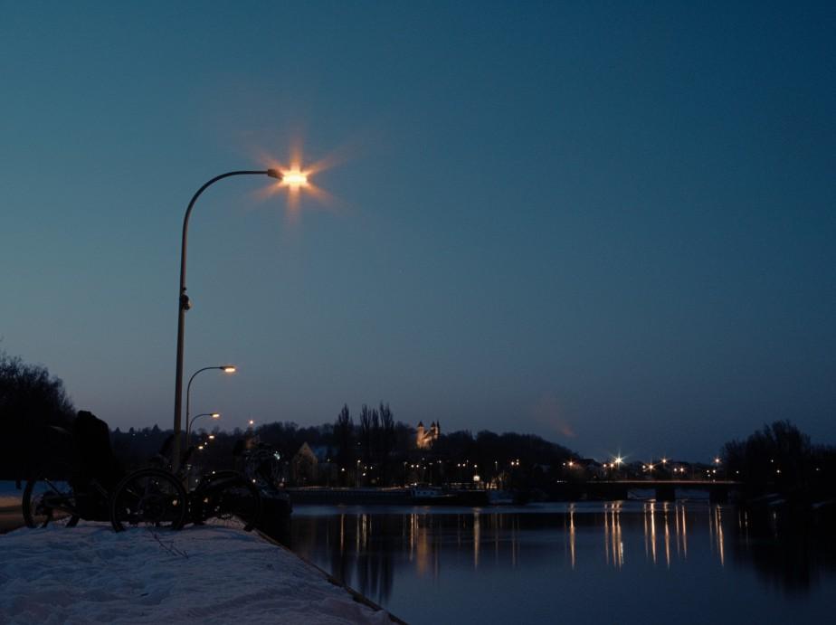 Ein schräger Sonnenuntergang an der Walba und nächtlicher Blick auf die Dreifaltigkeitskirche