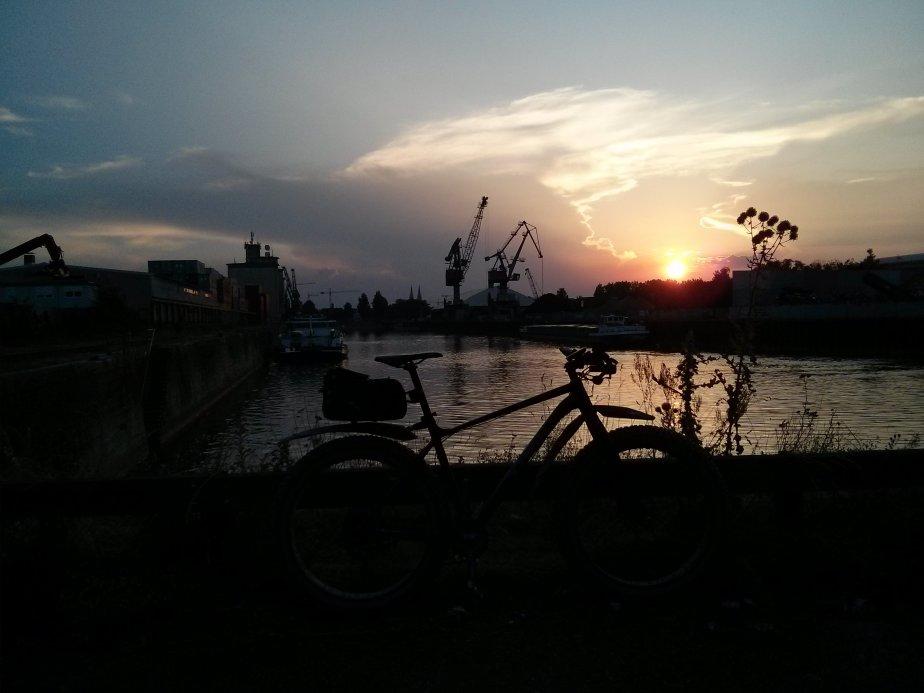 Sonnenuntergang im RegensburgerWesthafen