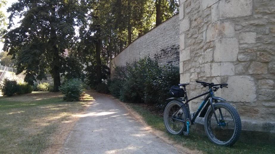 Schattiger Park an der KöniglichenVilla