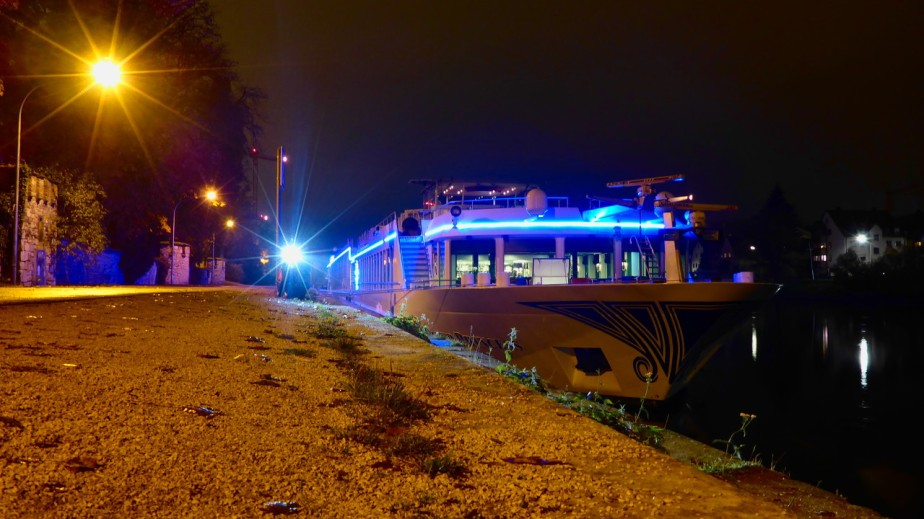 Heimfahrt am Abend –Donaulände
