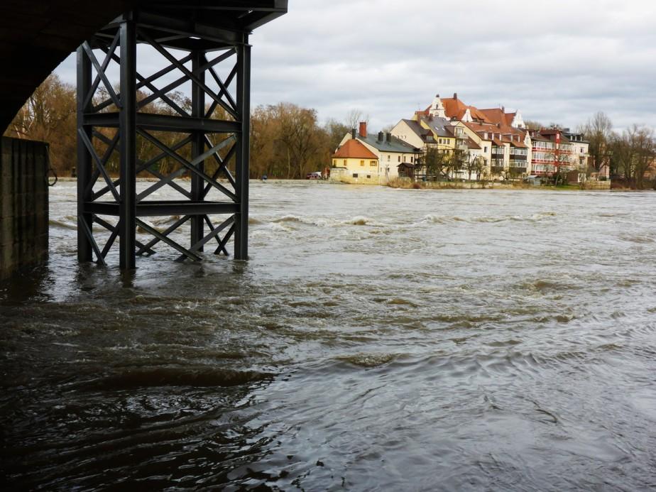 Hochwasser kurz vor Meldestufe1
