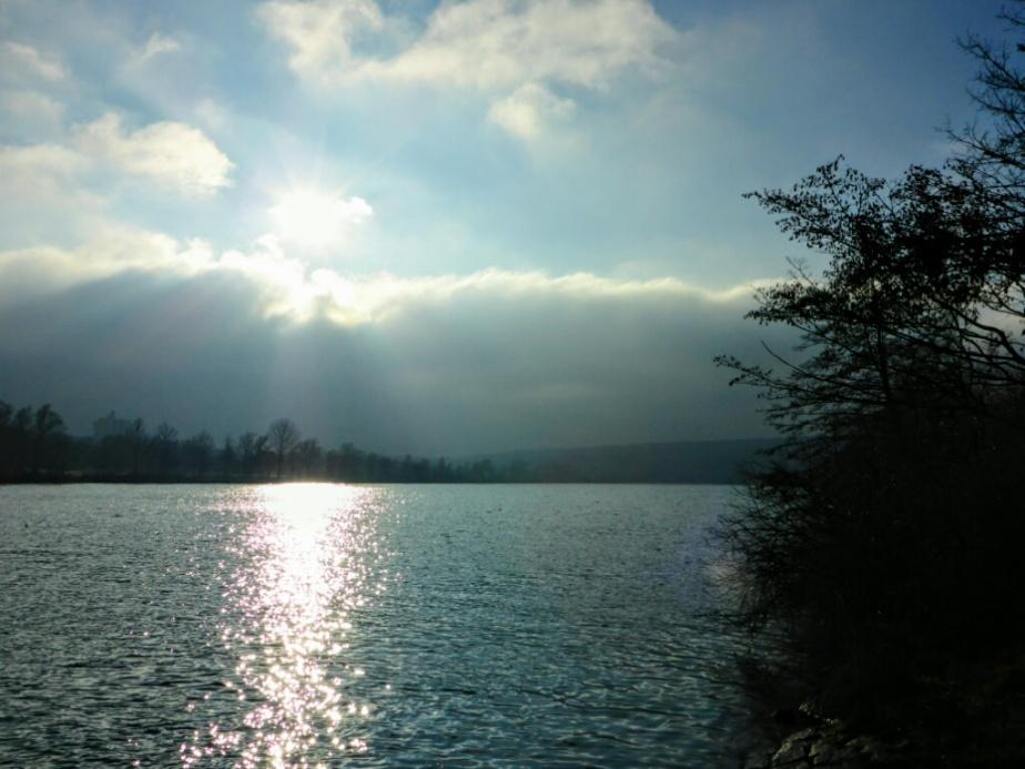 Fett gegen den kalten Wind vom Nebel in die Sonne