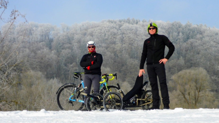 Crosser und Dreirad in der Kältekammer