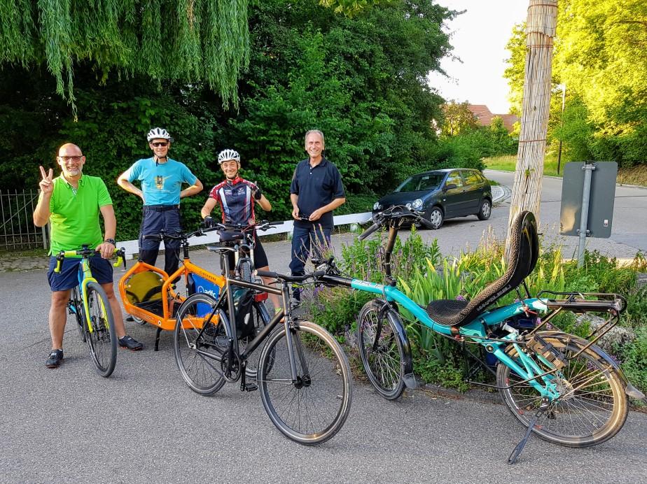 Viktor und allerlei Räder auf Biergartentour